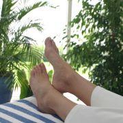 Keine Panik: Dicke Knöchel bei Hitze kühlen (Foto)
