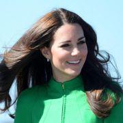 Kate reist erstmals ohne George und William ins Ausland (Foto)