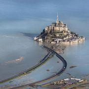 Neue Brücke zum Klosterfelsen Mont-Saint-Michel (Foto)