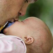 Väter reduzieren nach der Elternzeit ihr Arbeitspensum (Foto)