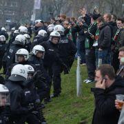 Fußball soll für Risikospiele zahlen (Foto)