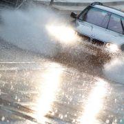 Bei Regen langsam und vorausschauend fahren (Foto)