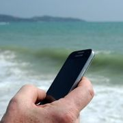 Wenn das Handy baden geht: Ausschalten, abtupfen, trockenlegen (Foto)