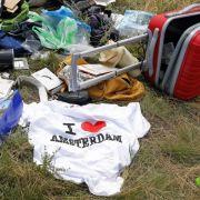 Ukrainer klauen Handys der MH17-Opfer und telefonieren damit (Foto)