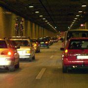 Im Tunnel unterwegs - So verhalten sich Autofahrer richtig (Foto)