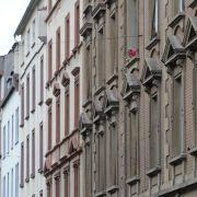 Niedrige Zinsen: Immobilienkäufer sollten sich nicht übernehmen (Foto)