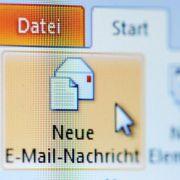 Post von Laura: E-Mail feiert 30. Geburtstag in Deutschland (Foto)