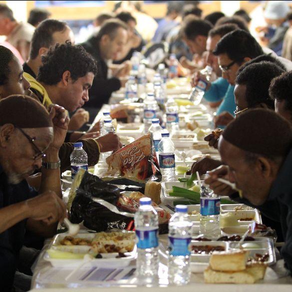 Das Fastenbrechen hat begonnen: Muslime feiern Zuckerfest (Foto)