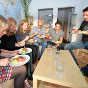 Kochpartys mit Wildfremden liegen im Trend (Foto)