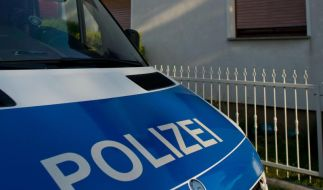 Ein Polizist aus Berlin verging sich an drei minderjährigen Jungen und bleibt dennoch auf freiem Fuß. (Symbolbild) (Foto)