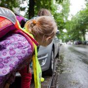 Zu Fuß zur Schule: Kinder lernen und sehen mehr (Foto)