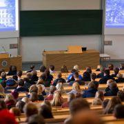 Von Facebook bis Sprechstunde: 7 Kniggeregeln für den Campus (Foto)