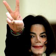 Michael Jackson ließ sich von Schumi ein Autogramm geben.