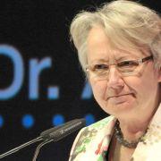 Schavan nennt entzogenen Doktortitel weiter im Lebenslauf (Foto)