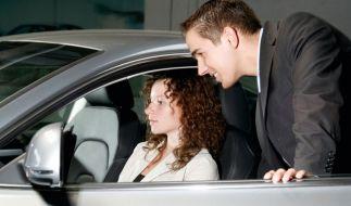 Mit attraktiven Finanzierungsangeboten von sogenannten Autobanken können sich auch Fahranfänger ein modernes und sicheres Auto leisten. (Foto)