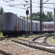 Leichenteile von MH17-Opfern in Charkow angekommen (Foto)