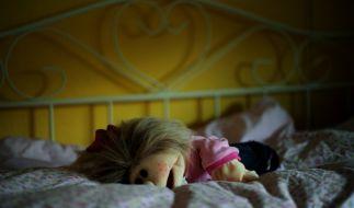 In Großbritannien wurde eine 39-Jährige für den sexuellen Missbrauch ihres 12-jährigen Sohnes verurteilt. (Symbolbild) (Foto)