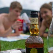 Suchthilfe fordert höhere Preise und Verkaufsbeschränkung für Alkohol (Foto)