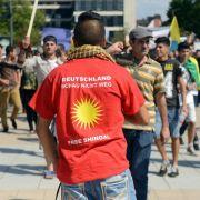 Jesiden demonstrieren gegen Terror im Irak (Foto)