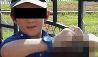 Mit beiden Händen hält der Siebenjährigen den Kopf in die Kamera. (Foto)