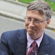 Er hat es gemacht: Bill Gates kippt sich Eiswasser über Kopf (Foto)