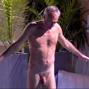 Eine Badehose hat Ronald Schill offenbar nicht nötig - oder vergessen.