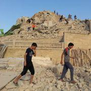 Völlig in Trümmern: Auch religiöse Stätten werden von den Bomben nicht verschont, wie hier das Grab des Propheten Jonah in Mosul (Nordirak).