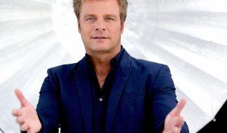 Oliver Geissen klärt, welcher TV-Serien-Hit war in den Charts am längsten und weitesten oben? (Foto)