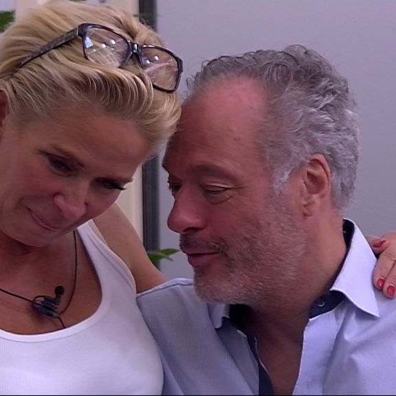 Heißer Flirt: Schill schnappt sich Claudia (Foto)