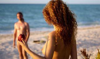 In der neuen Datingshow Adam sucht Eva - Gestrandet im Paradies schickt RTL Singles völlig nackt zum ersten Date. (Foto)