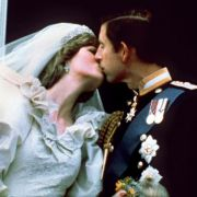 Vergammelte Hochzeitstorte von Lady Di versteigert (Foto)