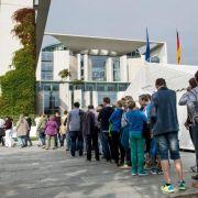 Merkel empfängt Bürger im Kanzleramt (Foto)