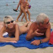 Natürlich ist textilfreies Planschen und Sonnenbaden am südfranzösischen Strand ebenso möglich, wenn man seine Ferien im Cap d'Agde verbringt.