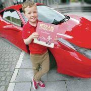 9-jähriger Schumi-Fan rührt Corinna mit eigenem Buch (Foto)