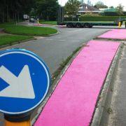 Unfassbar, warum diese Verkehrsinseln in Pink erstrahlen! (Foto)