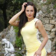 Hotelfachfrau Anastasia, die momentan BWL studiert und nebenbei eine Tanzagentur betreibt, wünscht sich einen Märchenprinzen mit gutem Charakter und Körperbewusstsein ...