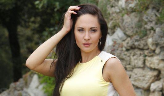 Hotelfachfrau Anastasia, die momentan BWL studiert und nebenbei eine Tanzagentur betreibt, wünscht sich einen Märchenprinzen mit gutem Charakter und Körperbewusstsein ... (Foto)