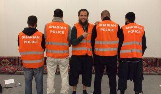 Mit orange-farbenen Warnwesten patroullieren sie durch die Straßen. (Foto)