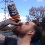 Will Williams leerte eine ganze Flasche Jack Daniel's in nur einem Zug.