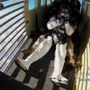 Dramatisch: Joko bricht bei Halo Jump zusammen! (Foto)