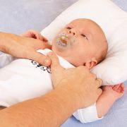 Schweizer Babys werden Fußfesseln angelegt! (Foto)