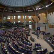 Bundestag debattiert über Sozialetat und Krisen (Foto)