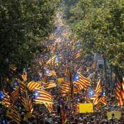 Hunderttausende demonstrieren für Unabhängigkeit Kataloniens (Foto)