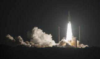 Ariane-Trägerrakete bringt zwei Satelliten in den Weltraum (Foto)
