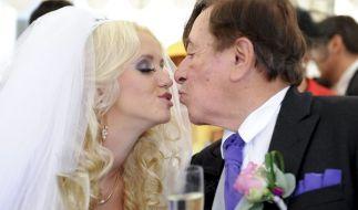 Die ganz große Liebe: Richard Lugner verlobte sich im August mit seinem Spatzi. (Foto)