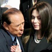 Berlusconi zahlt nur noch zwei Millionen Euro imMonat an Ex (Foto)