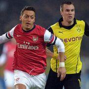 Mesut gegen Kevin: Die DFB-Weltmeister Özil (links) und Großkreutz treten beim CL-Spiel Dortmund gegen Arsenal gegeneinander an.