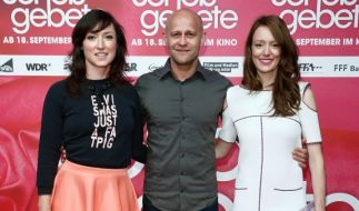 v.l.n.r.: Charlotte Roche, Jürgen Vogel und Lavinia Wilson bei der Filmpremiere von Schossgebete in Köln. (Foto)