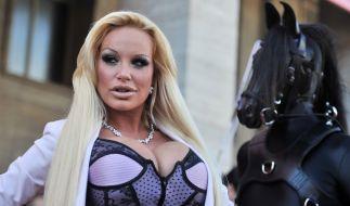 Erotik-Sternchen Gina-Lisa Lohfink am Flughafen festgenommen. (Foto)