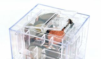 Spardose für Rätselfüchse: Ers nach dem Überwinden des Labyrinths gibt Money Maze das Ersparte frei. (Foto)